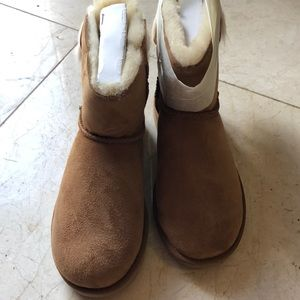 UGGS with fluffy bow mini size 7 brand new